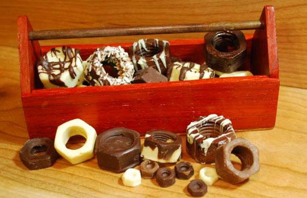 diy schraubenmuttern aus schokolade f r die werkzeug box. Black Bedroom Furniture Sets. Home Design Ideas