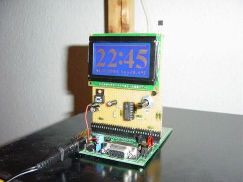 t-clock-an-arm7-controlled-blue-lcd-clock.jpg