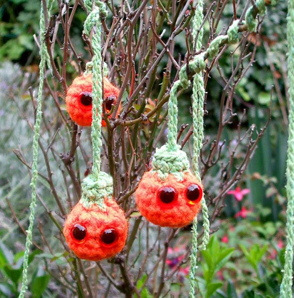 Mini_hanging_Pumpkins.jpg