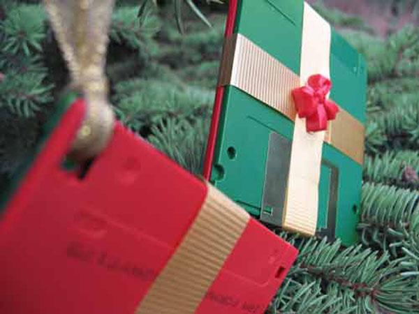 diskette-tree-ornaments1.jpg