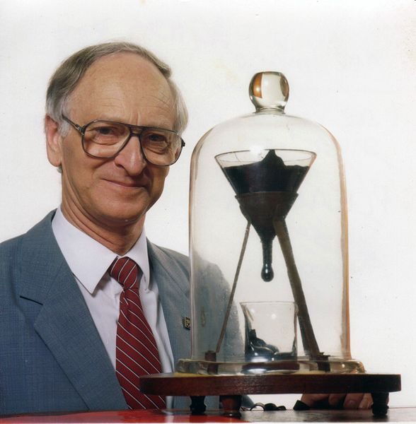588px-Pitch_drop_experiment_with_John_Mainstone.jpg
