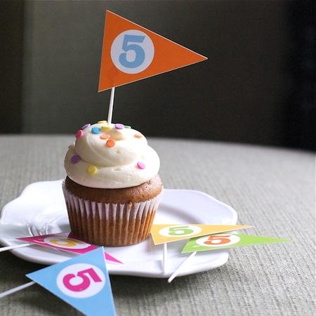 printable_cupcake_pennants.jpg