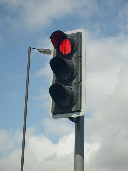 450px-Modern_British_LED_Traffic_Light.jpg