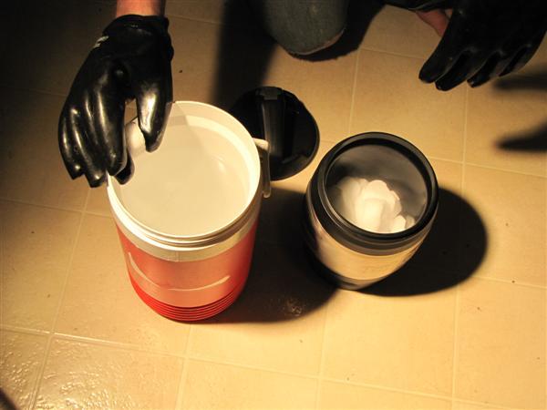 step-04-slowly-add-dry-ice-to-bath.JPG