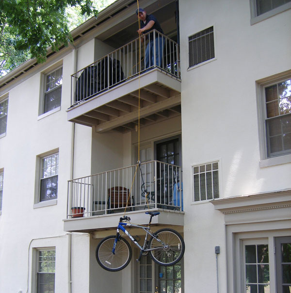 swiveling-balcony-hoist.jpg