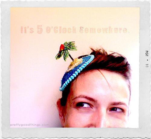 parrot_head_island_fascinator.jpg