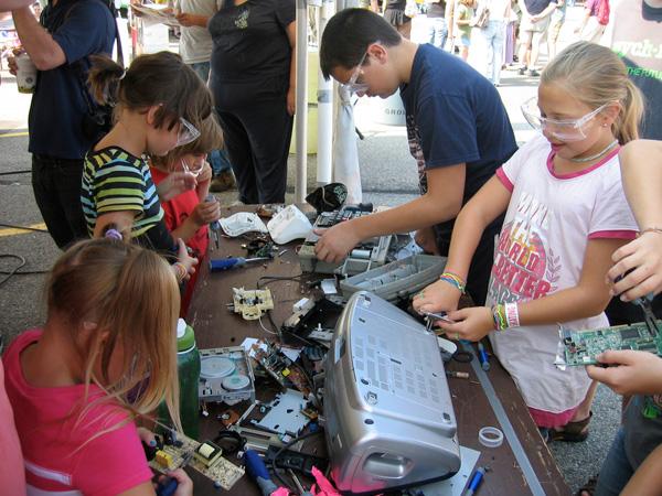 robotics-redefined-booth-kids.jpg