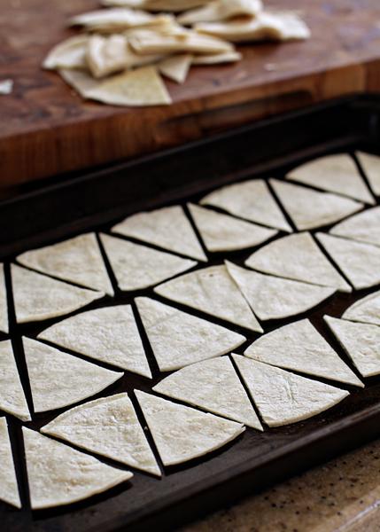 Tortillachips Arrangedonbakingsheet