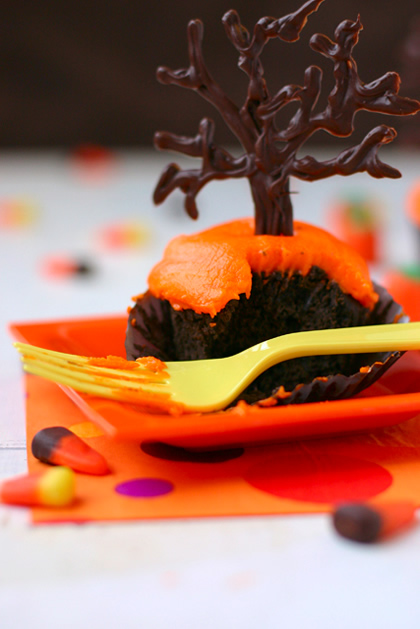 black_velvet_halloween_cupcakes.jpg