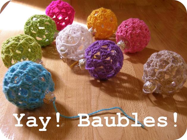 crochet_ball_christmas_ornaments.jpg