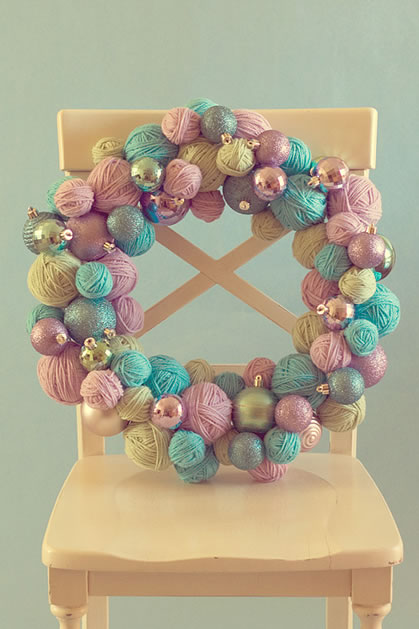 how_to_yarn_ball_wreath.jpg