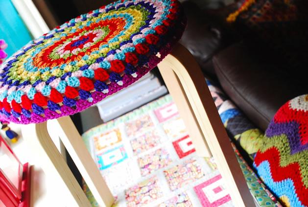 crochet_stool_cozy.jpg