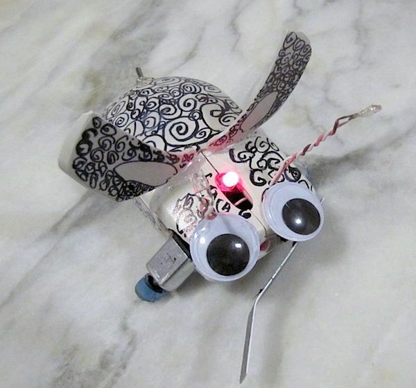 MINI_E05_mousey_the_junkbot5.JPG