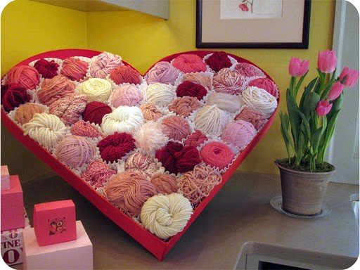 giant_valentine_heart_filled_with_yarn.jpg