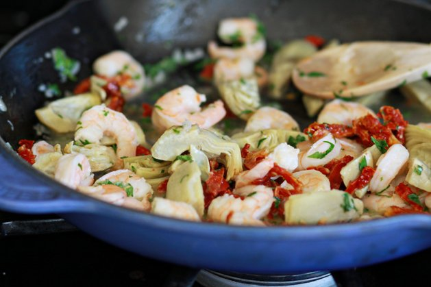 Recipe: Shrimp Scampi with Sun-Dried Tomatoes and Artichokes | Make: