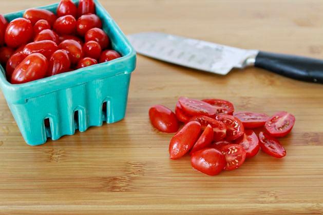 june-recipe-grilledcornsalad-slicetomatoes.jpg