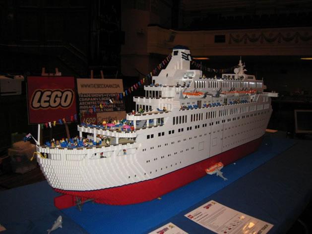 lego_love_boat_side.jpg