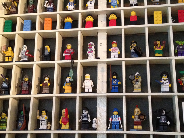 minifig_shelf_1.jpg