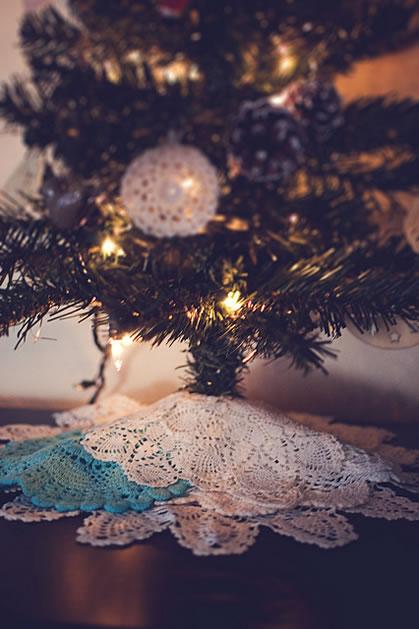 doily_tree_skirt.jpg