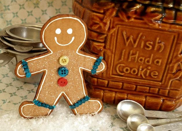 papernstitchblog_cardboard_gingerbread_man.jpg