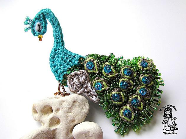 crochet_beaded_peacock_brooch.jpg