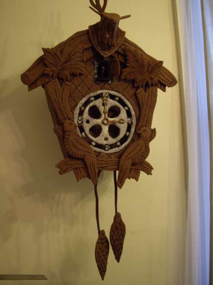 Edible-Gingerbread-Cuckoo-Clock-with-Internal-gear-1.jpg