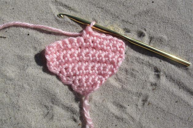 crochetconversationheart_step4.jpg
