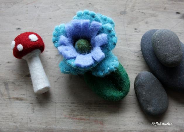lilfishstudios_felted_mushrooms_flowers.png
