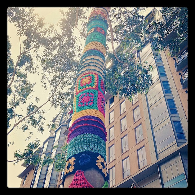 tree_yarn_bombing_flickr_roundup.jpg