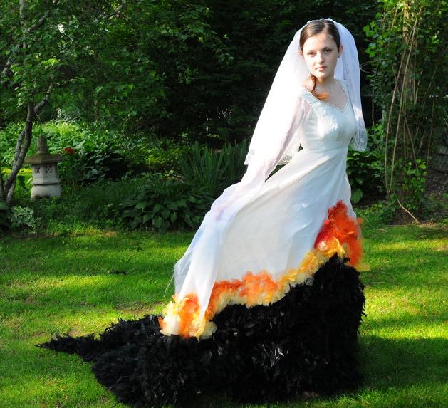 jessica_fan_mockingjay_wedding_dress.png