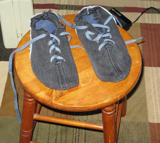 Flashback retro style running shoes from old tires make diy projects how tos electronics - Diy projects using old tires ...