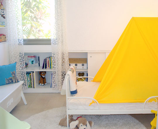 Easy kid 39 s bed tent make for Tent over house