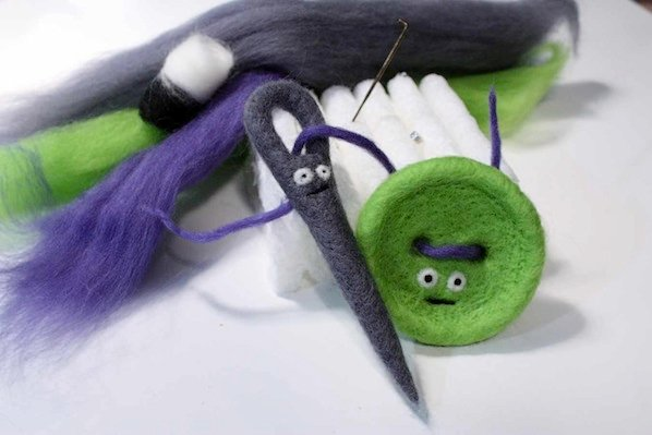 hifiberkits_needle_felted_needle_and_button