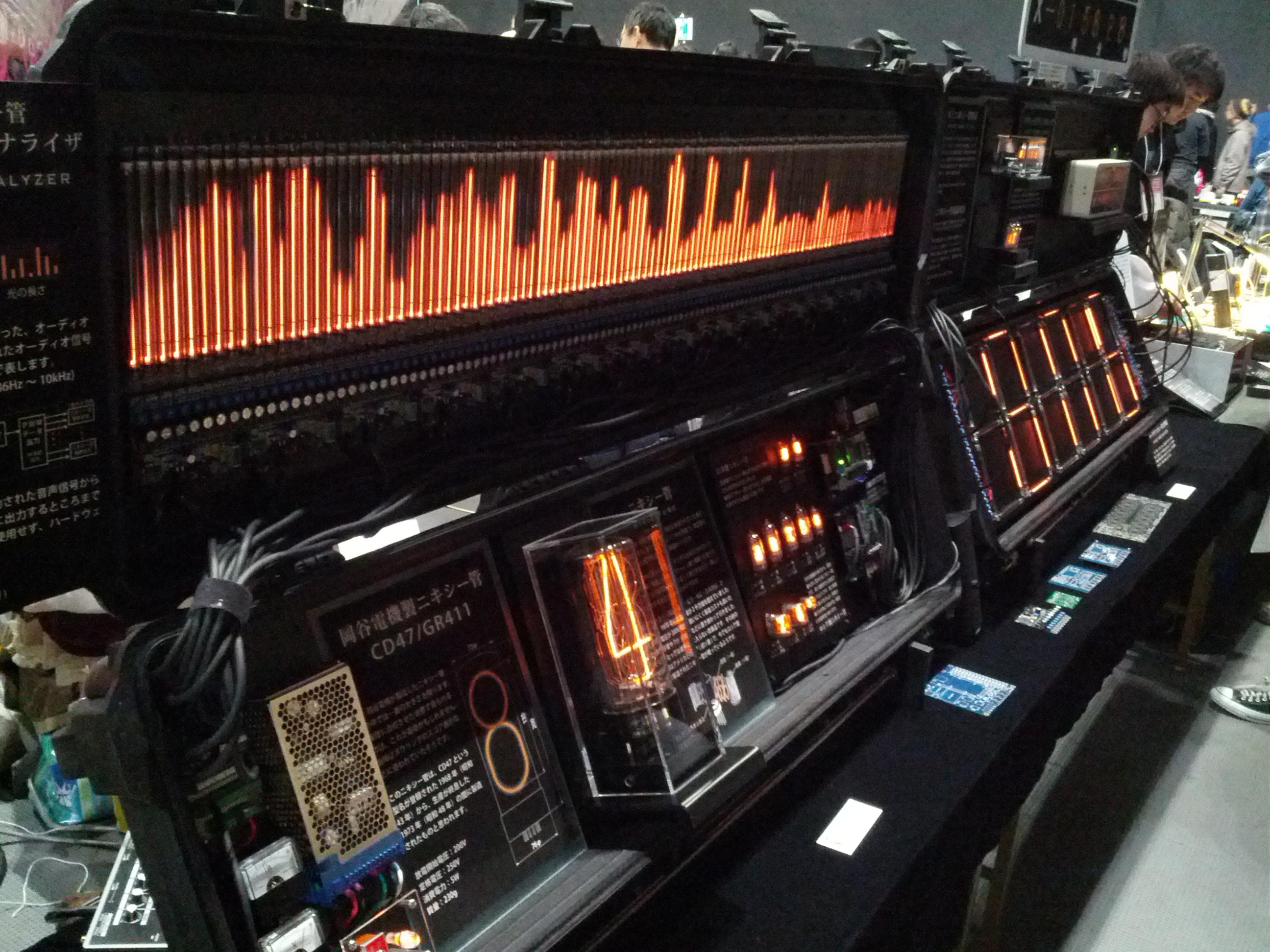 Awesome audio spectrum analyzer using TONS of nixie tubes @yuna_digick (yuna.digick.jp).