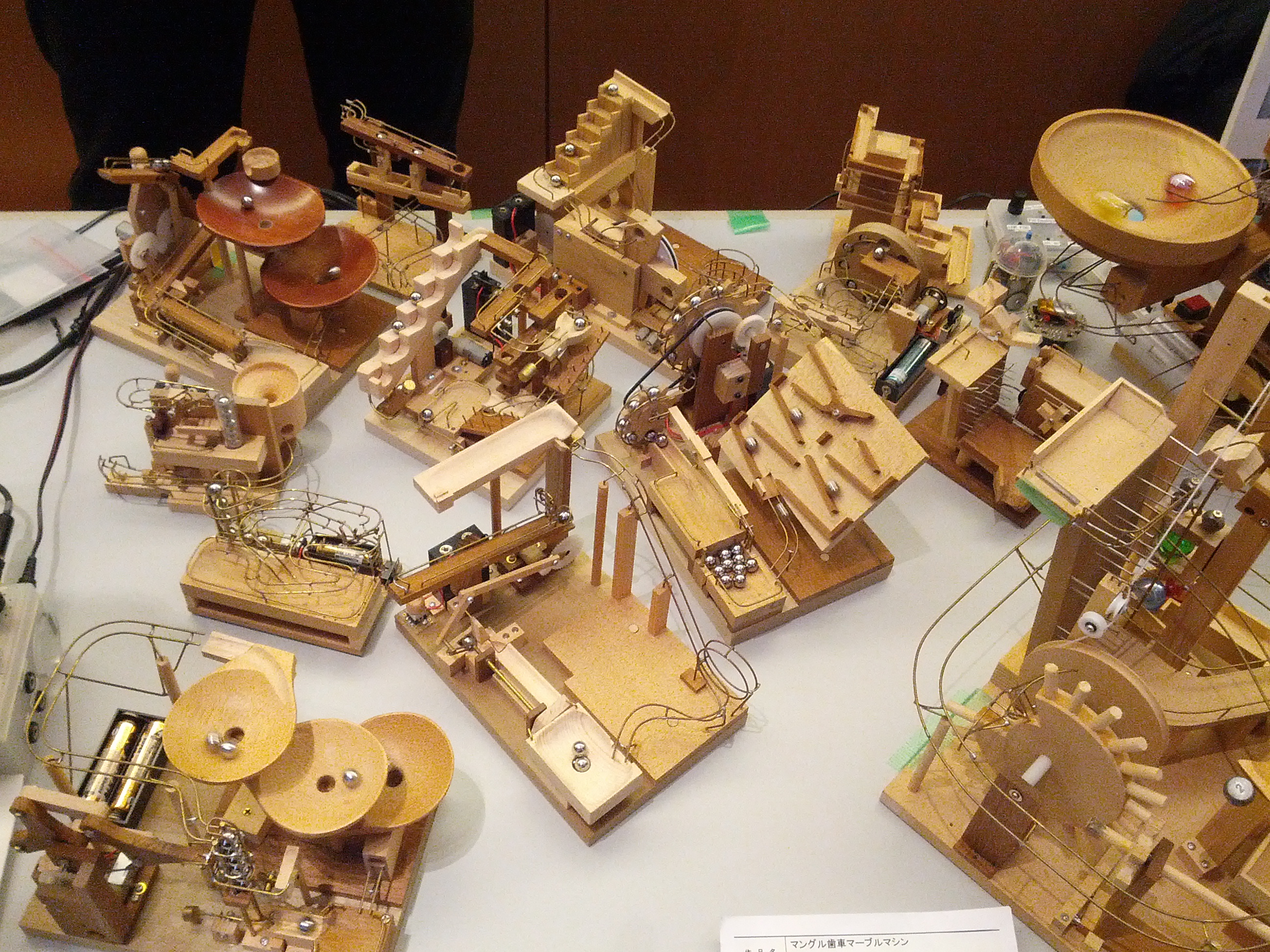 Perpetual ball runs from @nao_denha are an interesting mix of electronics and woodwork.