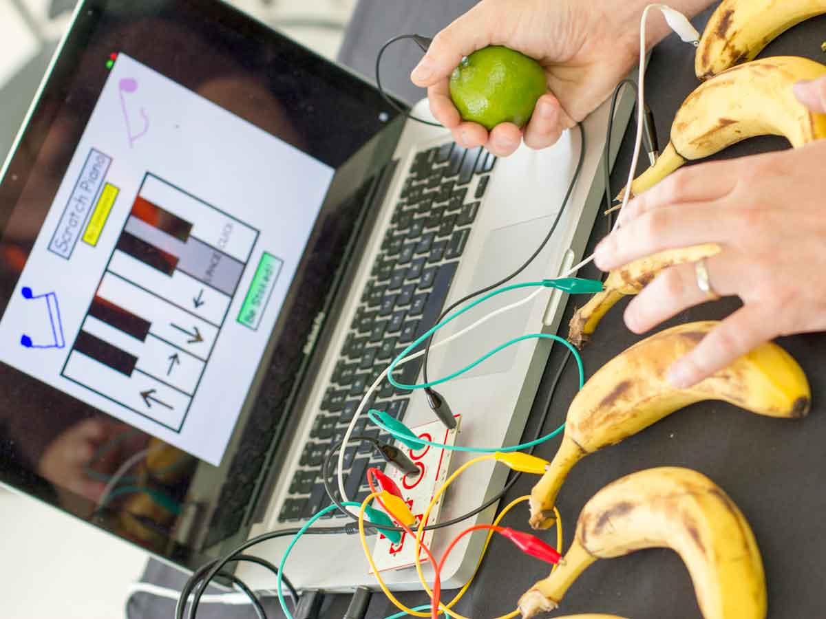 M33_Codebox_banana_piano