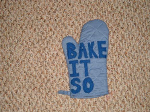 bake_it_so_oven_mitt