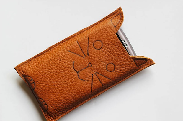 lanared_cat_phone_sleeve