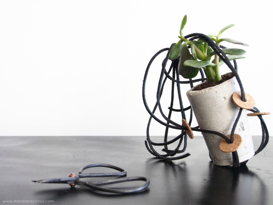 monsterscircus_plant_hanger_with_cork_02