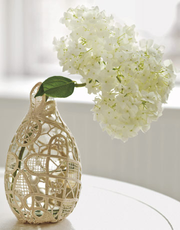 countryliving_doily_covered_vase