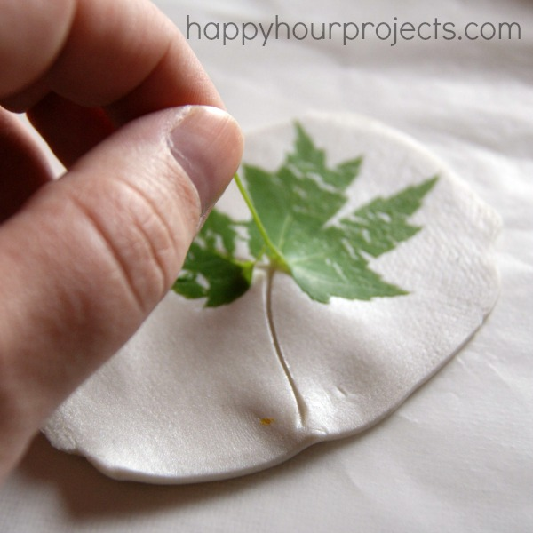 happyhourprojects_clay_leaf_printed_necklace_02