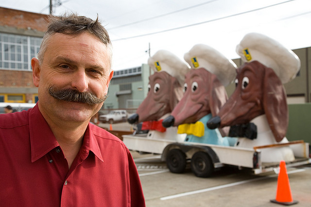 john law with doggie diner
