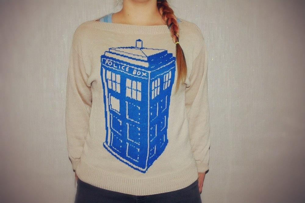 machine_knit_tardis_sweater_1