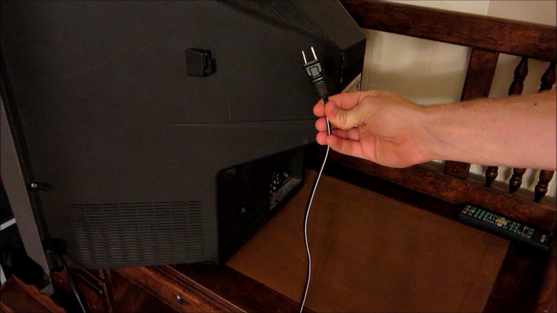 DIY Hacks & How-To's: Haunted TVPrank