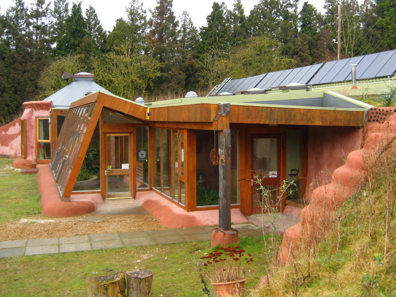 Image of the Earthship at Stanmer Park in Brighton, UK. Photo: cc-by-3.0, Gazzat5