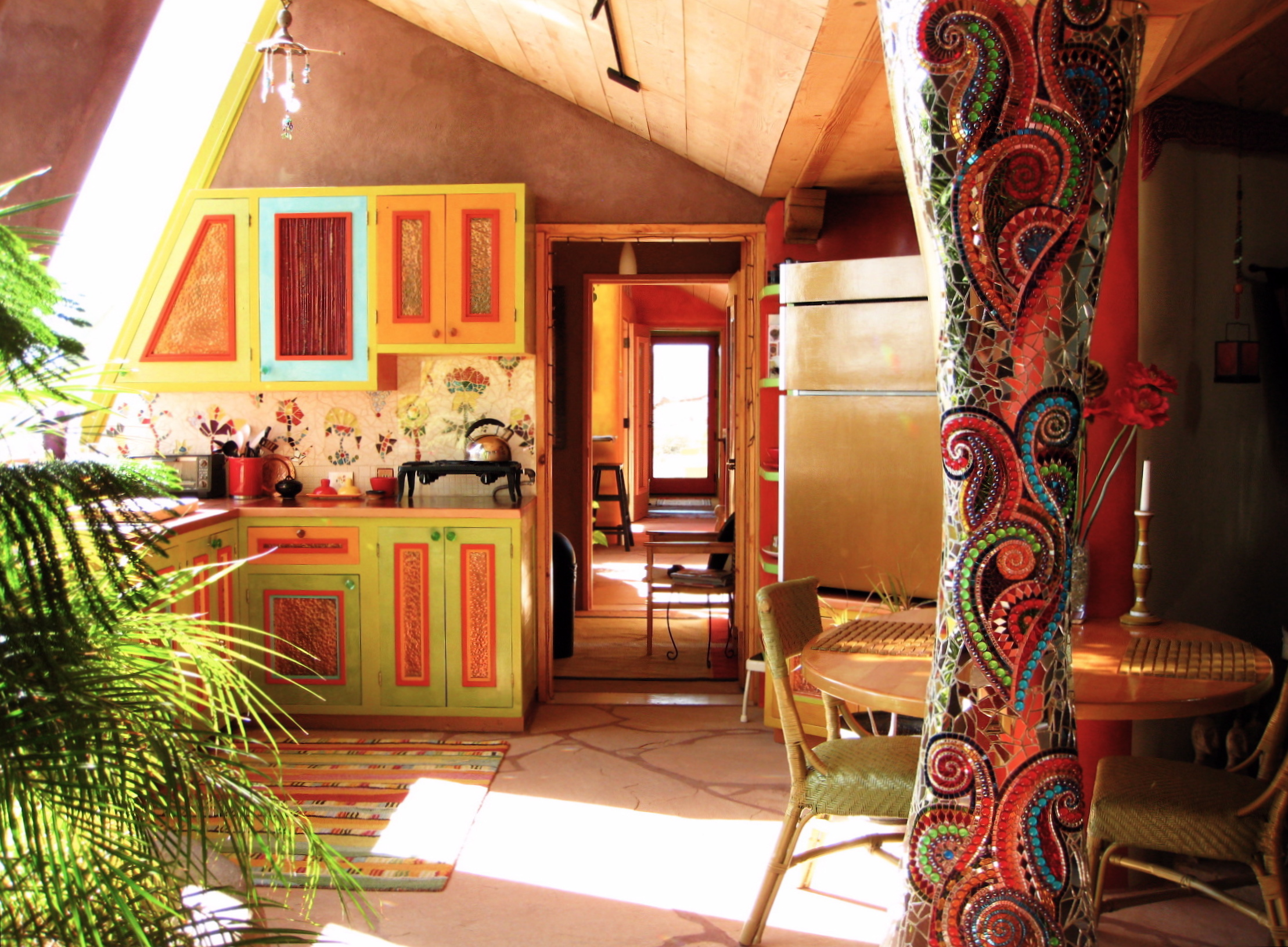 Interior of the Solaria Earthship in Taos, New Mexico Photo:  cc by-sa-3.0, Domenico, Karena