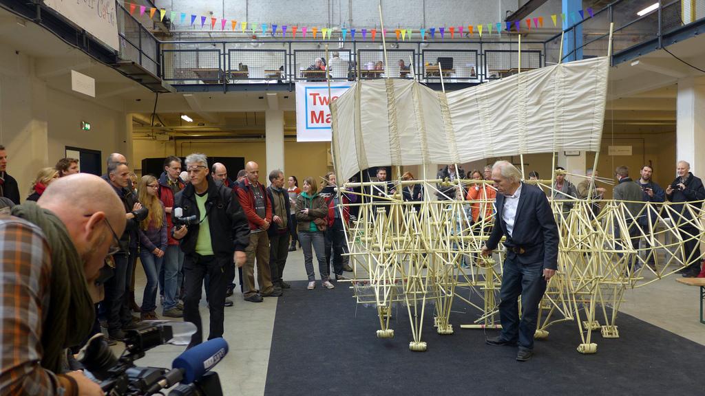 Theo Jansen showing his StrandBeest