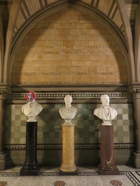crocheted-statue-masks-3