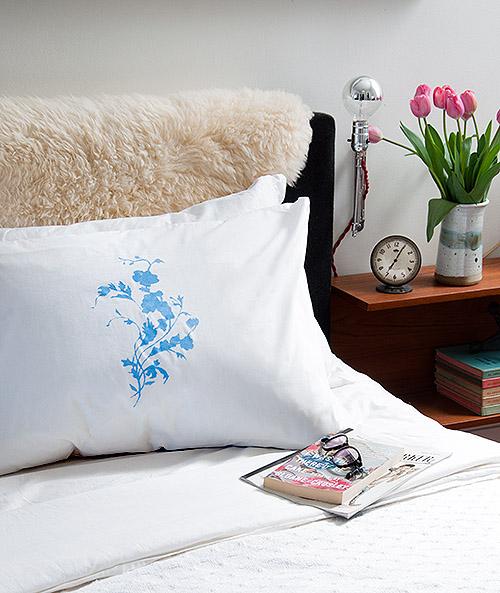 designsponge_china_pattern_pillows_01
