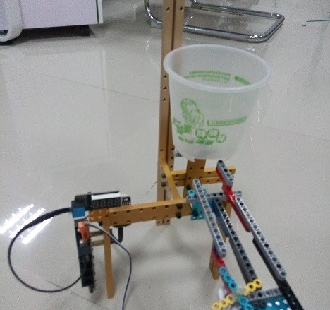Build a Ball-Counting Robot Using Makeblock and Lego